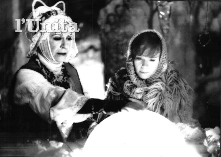 جولیتا ماسینا در صحنه فیلم سینمایی The Feather Fairy به همراه Petra Vancíková