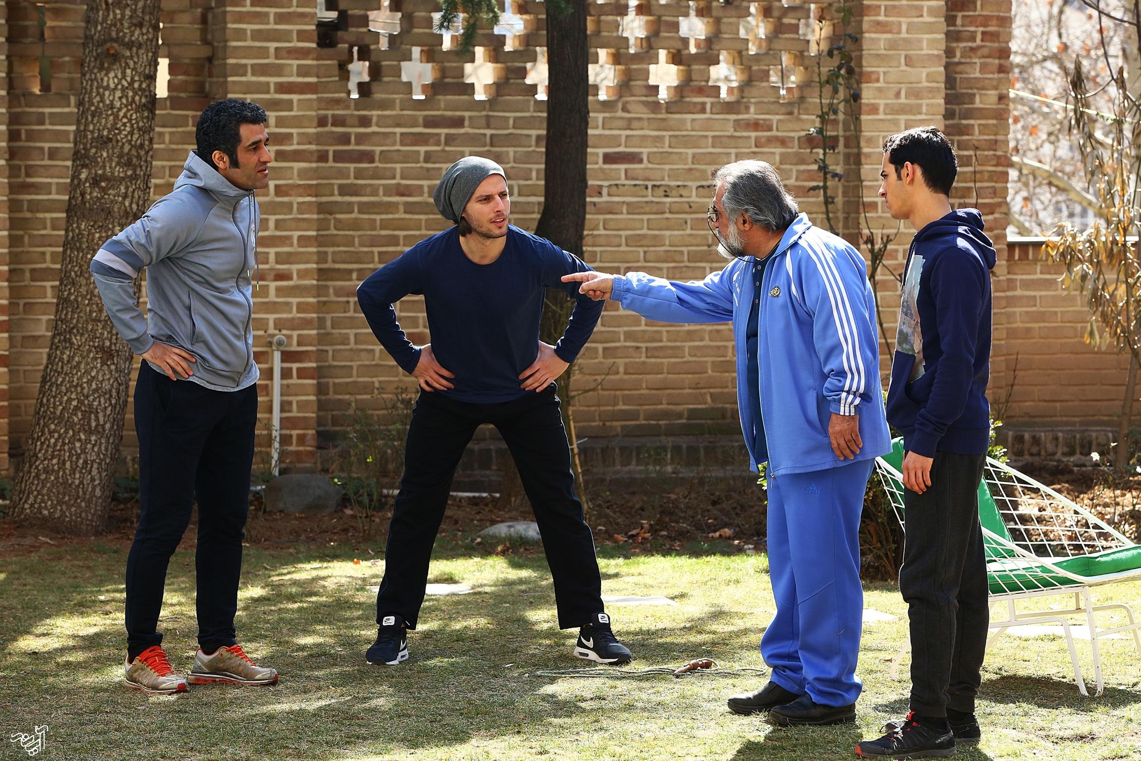 حسن زارعی و محمدعلی شادمان در سریال دیوار به دیوار