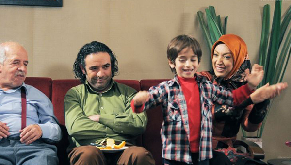 حسن معجونی و نگار عابدی در سریال تلوزیونی شمعدونی