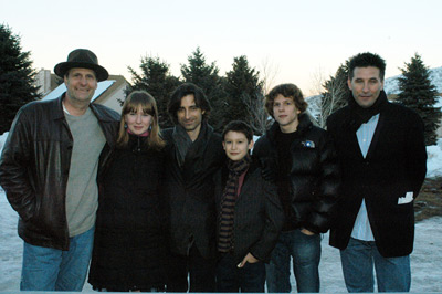 Noah Baumbach در صحنه فیلم سینمایی ماهی مرکب و نهنگ به همراه جسی ایزنبرگ، William Baldwin، جف دانیلز، Halley Feiffer و Owen Kline