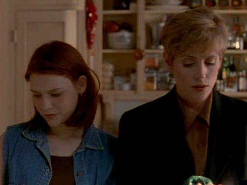 Bess Armstrong در صحنه سریال تلویزیونی به اصطلاح زندگی من به همراه کلیر دینز