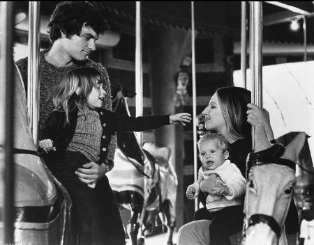 David Selby در صحنه فیلم سینمایی Up the Sandbox به همراه Barbra Streisand و Ariane Heller