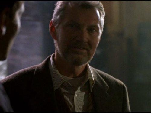 Andrew Robinson در صحنه سریال تلویزیونی پرونده های ایکس