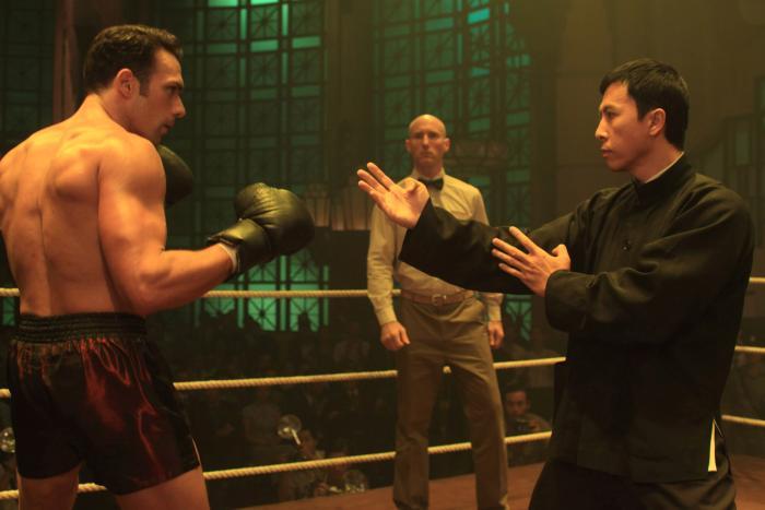 Darren Shahlavi در صحنه فیلم سینمایی ایپ من 2 به همراه Donnie Yen