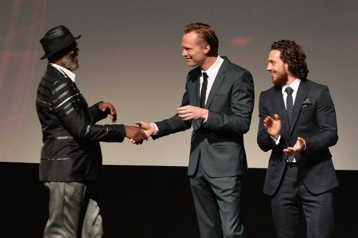 آرون تیلور جانسون در صحنه فیلم سینمایی انتقام جویان: عصر اولتران به همراه پل بتانی و ساموئل ال. جکسون