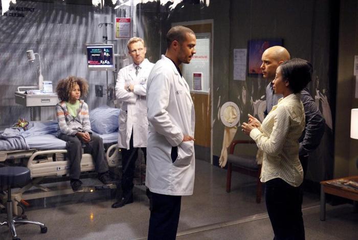 Armani Jackson در صحنه سریال تلویزیونی آناتومی گری به همراه کوین مک کید، Bresha Webb، Mark Adair-Rios و Jesse Williams