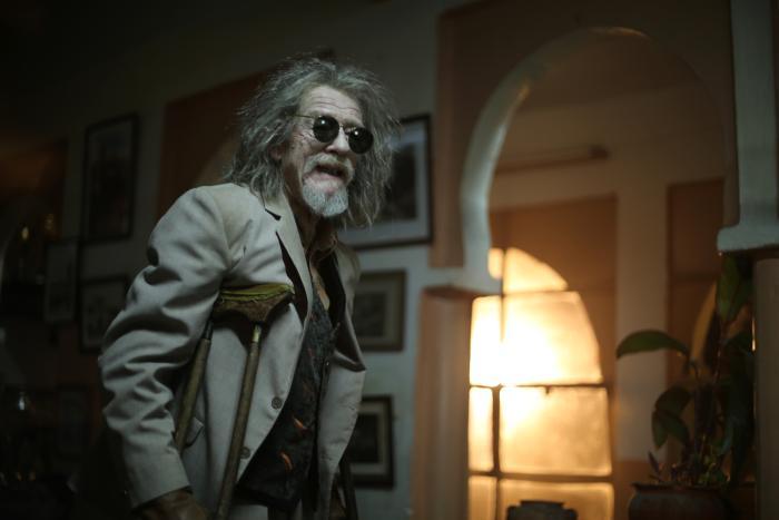 Christopher Marlowe در صحنه فیلم سینمایی تنها عشاق جاودانی می مانند. به همراه جان هرت