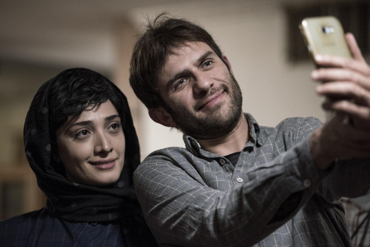 بابک حمیدیان و مینا ساداتی در فیلم سینمایی جشن دلتنگی