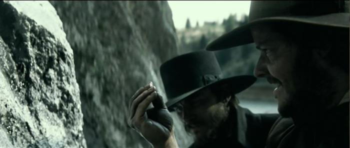Travis Hammer در صحنه فیلم سینمایی رنجر تنها