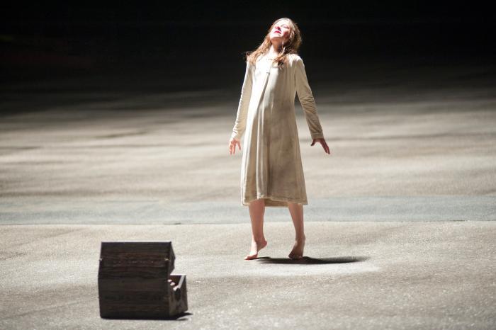 Natasha Calis در صحنه فیلم سینمایی تسخیر (جن زده)