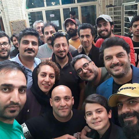 کوهیار کلاری در پشت صحنه فیلم سینمایی پاستاریونی به همراه سام درخشانی و سهیل موفق