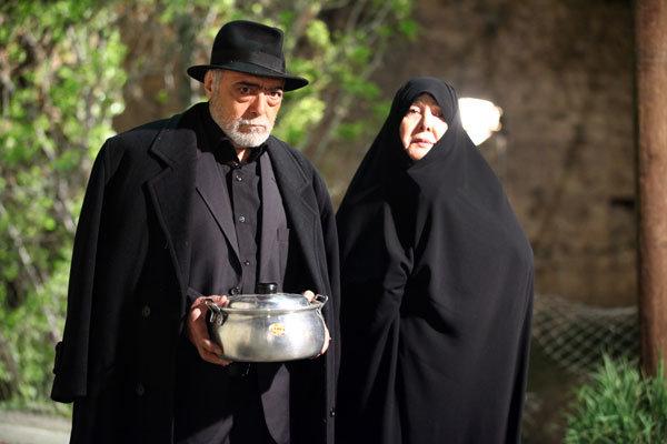 آفرین عبیسی در صحنه سریال تلویزیونی تنهایی لیلا به همراه اکبر زنجانپور