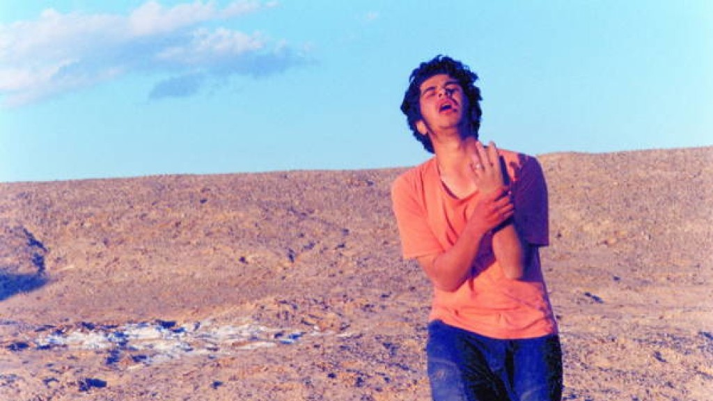 تصویری از یوسف خداپرست، بازیگر سینما و تلویزیون در حال بازیگری سر صحنه یکی از آثارش