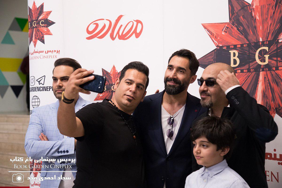 هادی کاظمی در اکران افتتاحیه فیلم سینمایی مصادره به همراه رضا عطاران و امیر صدرا حقانی