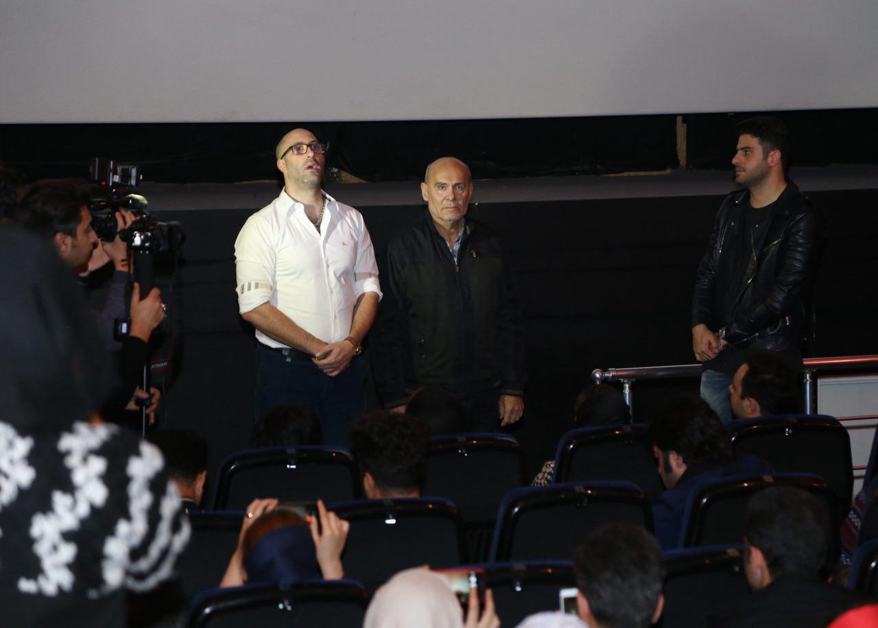 امیراحمد انصاری در اکران افتتاحیه فیلم سینمایی هاری به همراه علی ضیاء و جمشید هاشمپور
