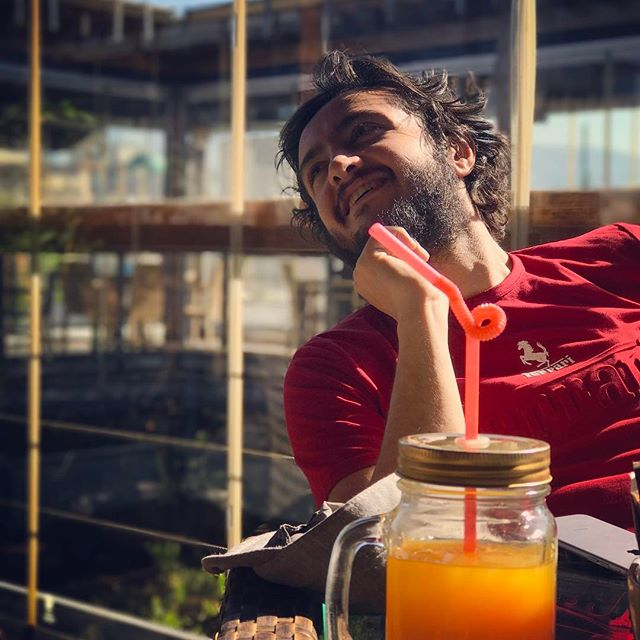 تصویری شخصی از سیدامیرحسین هاشمی، بازیگر و دستیار کارگردان سینما و تلویزیون