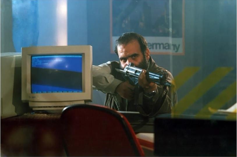 اصغر نقیزاده در فیلم آژانس شیشهای
