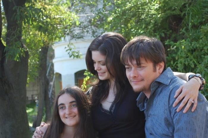 Shawna Waldron در صحنه فیلم سینمایی Stitch به همراه ادوارد فرلانگ و Tiffany Martin