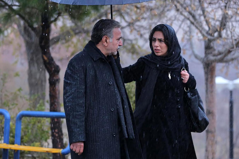 پرویز پرستویی و تینا پاکروان در فیلم خانه کاغذی