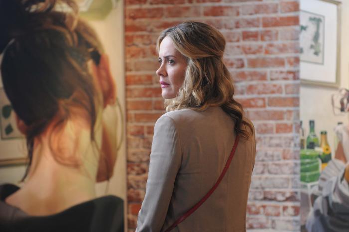 سارا پاولسون در صحنه فیلم سینمایی The Time Being