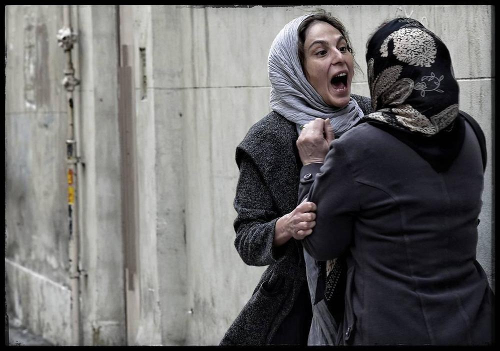 رعنا آزادیور و ژاله صامتی در فیلم سینمایی در وجه حامل