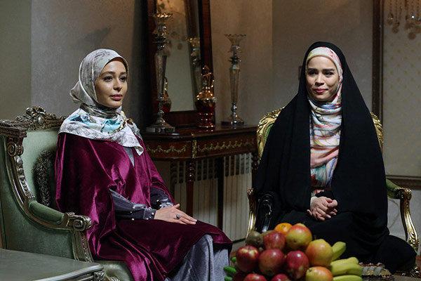 ملیکا شریفینیا در صحنه سریال تلویزیونی دلدادگان به همراه سانیا سالاری