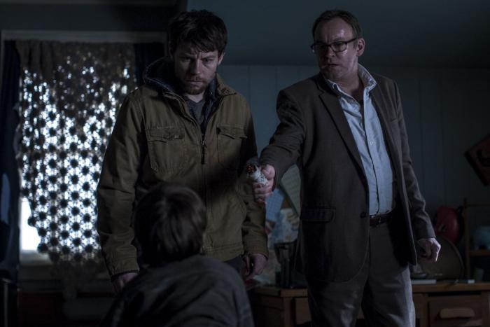 Philip Glenister در صحنه سریال تلویزیونی رانده شده به همراه پاتریک فوگیت