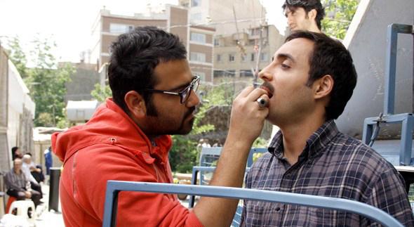 ایمان امیدواری در پشت صحنه سریال تلویزیونی دودکش به همراه امیرحسین رستمی