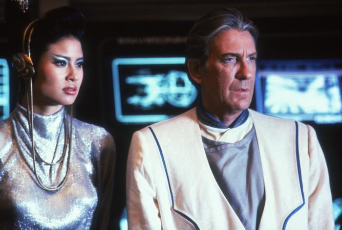 Cynthia Gouw در صحنه فیلم سینمایی سفرهای ستاره ای 5 (پیشتازان فضا): مرز نهایی به همراه دیوید وارنر