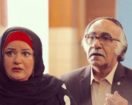 محمود جعفری در صحنه سریال تلویزیونی همسایهها به همراه نعیمه نظامدوست