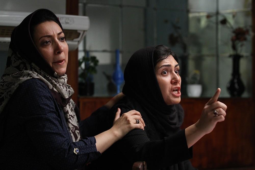 باران کوثری و نگار عابدی در سد معبر