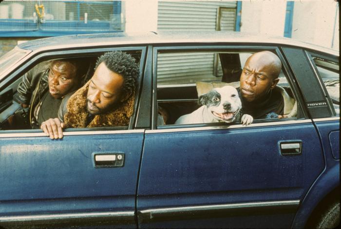 Lennie James در صحنه فیلم سینمایی قاپ زنی به همراه Robbie Gee و Ade