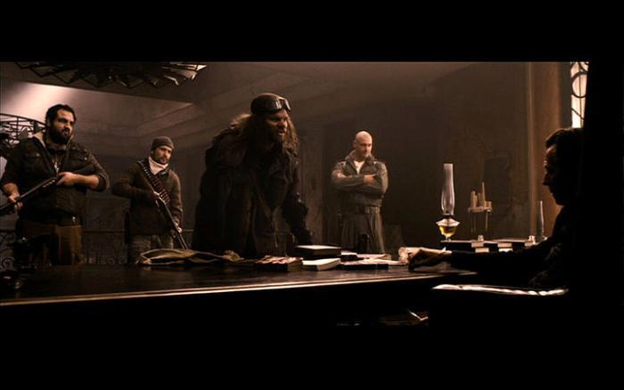 Joe Pingue در صحنه فیلم سینمایی کتاب عیلی به همراه گری الدمن، Evan Jones، Ray Stevenson و Luis Bordonada