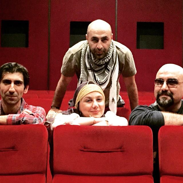 تصویری از امیرکاوه آهنجان، بازیگر سینما و تلویزیون در پشت صحنه یکی از آثارش به همراه بهنوش بختیاری و سینا رازانی