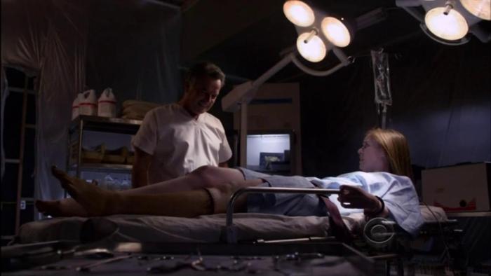 Marion Kerr در صحنه سریال تلویزیونی ذهن های مجرم به همراه ری وایز