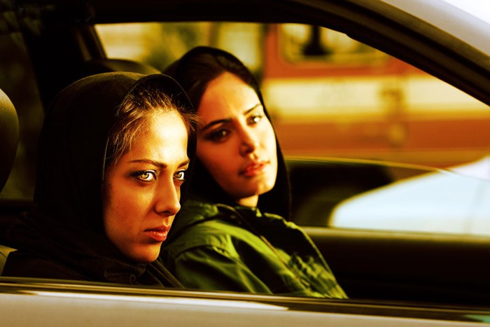الناز شاکردوست و لیلا اوتادی در فیلم حرکت اول