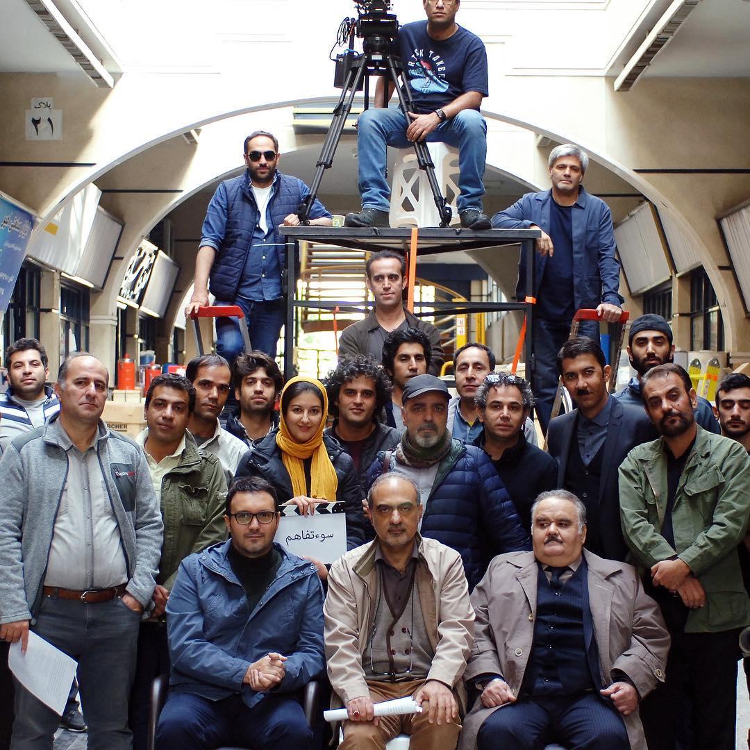 کامبیز دیرباز و اکبر عبدی در پشت صحنه فیلم سینمایی سوء تفاهم