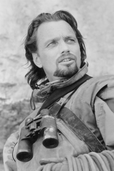 Gregory Scott Cummins در صحنه فیلم سینمایی صخره نورد