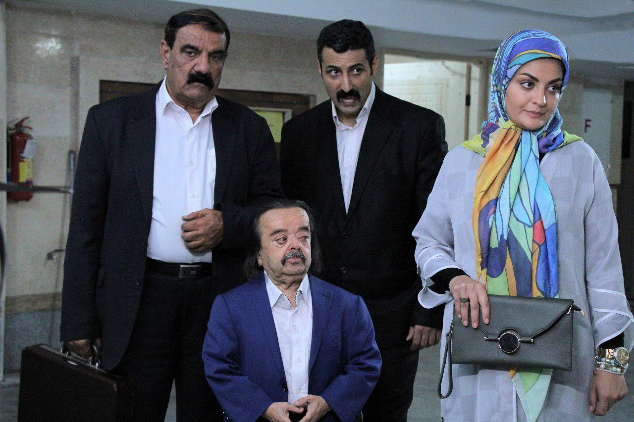 اسدالله یکتا در صحنه سریال تلویزیونی عمودیها
