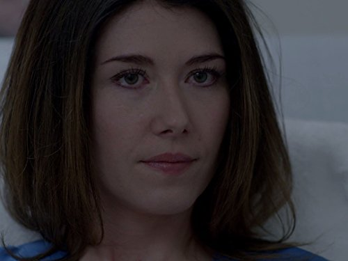 Jewel Staite در صحنه سریال تلویزیونی The Killing
