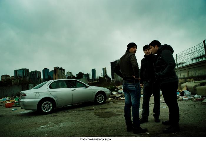 Marco D'Amore در صحنه سریال تلویزیونی گومورا به همراه Stefano Sollima و Salvatore Esposito