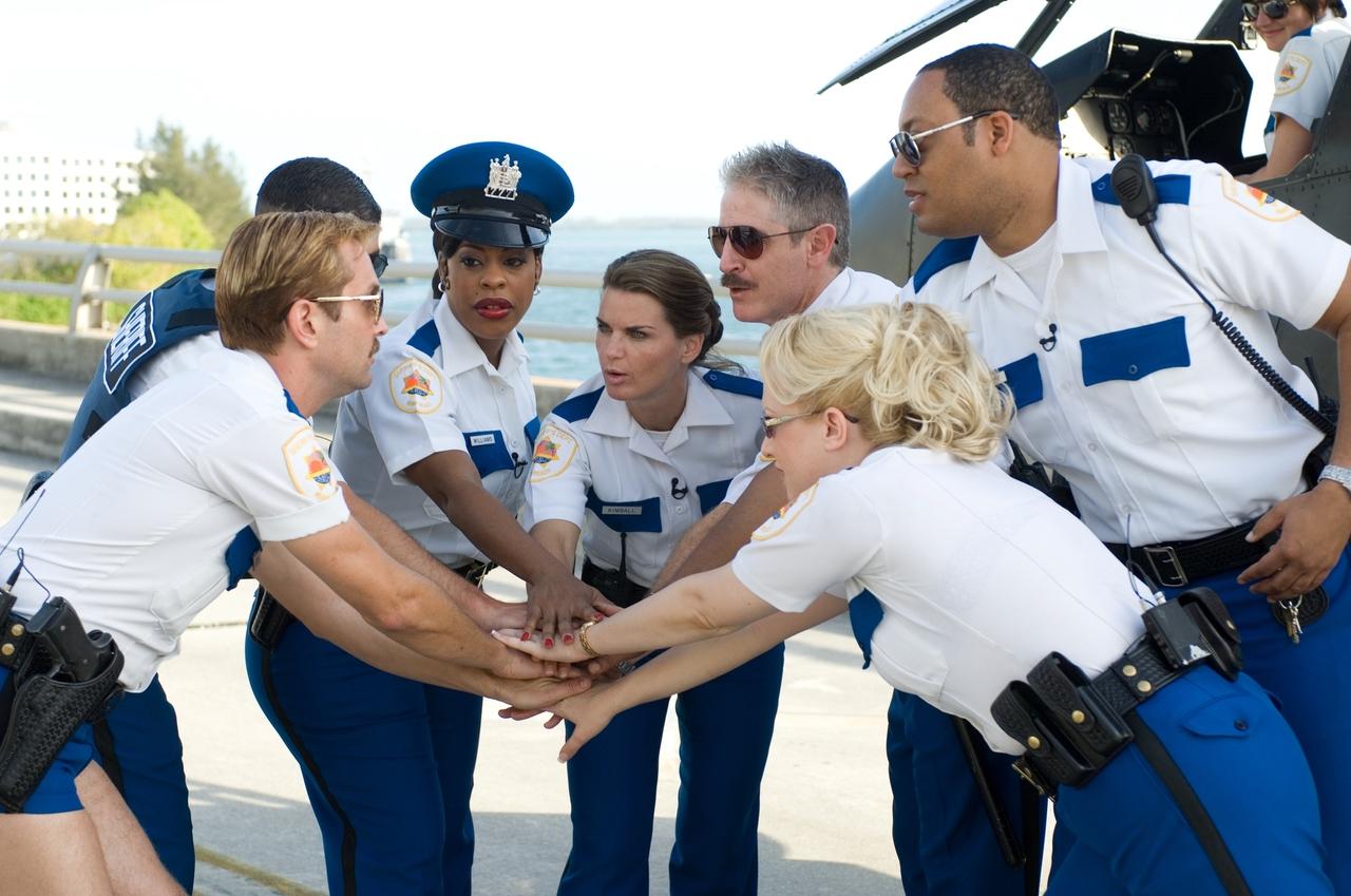 Niecy Nash در صحنه فیلم سینمایی Reno 911!: Miami به همراه Mary Birdsong، Cedric Yarbrough، Carlos Alazraqui، Thomas Lennon، Robert Ben Garant و Wendi McLendon-Covey