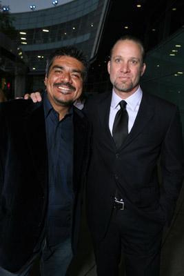 George Lopez در صحنه فیلم سینمایی پیش آگاهی به همراه Jesse James