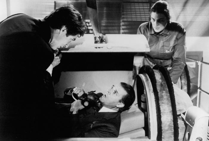 Julie T. Wallace در صحنه فیلم سینمایی روزهای روشن زندگی به همراه تیموتی دالتون و Jeroen Krabbé