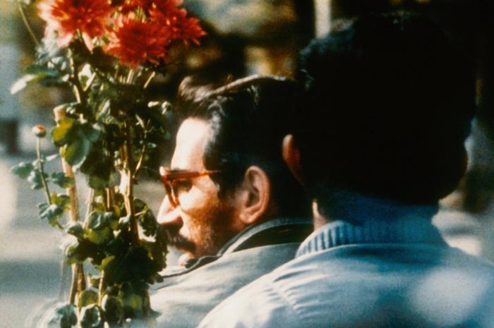 Mohsen Makhmalbaf در صحنه فیلم سینمایی کلوز آپ
