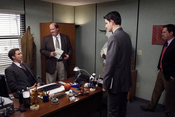 زک وودز در صحنه سریال تلویزیونی اداره به همراه Brian Baumgartner و ویل فرل