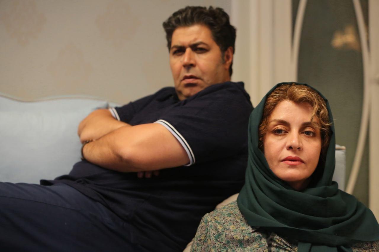 مریلا زارعی و فرهاد اصلانی در فیلم زیر سقف دودی