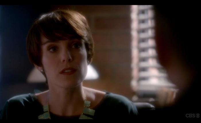 Carole Weyers در صحنه سریال تلویزیونی ان سی آی اس: سرویس تحقیقات جنایی نیروی دریایی