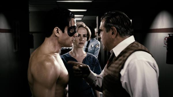 سارا پاولسون در صحنه فیلم سینمایی اسپریت به همراه Dan Lauria و Gabriel Macht