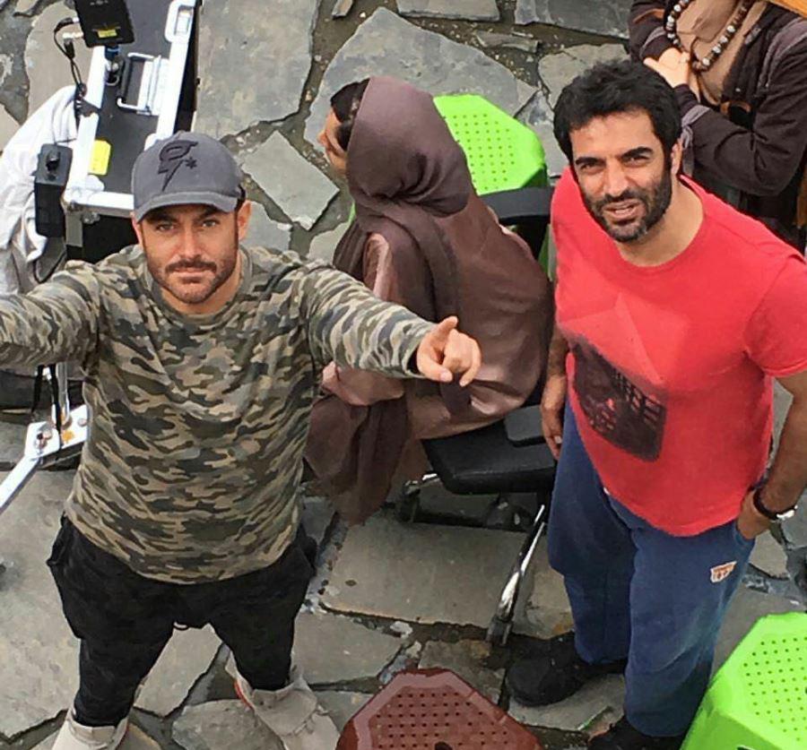 منوچهر هادی و محمدرضا گلزار در پشت صحنه سریال عاشقانه